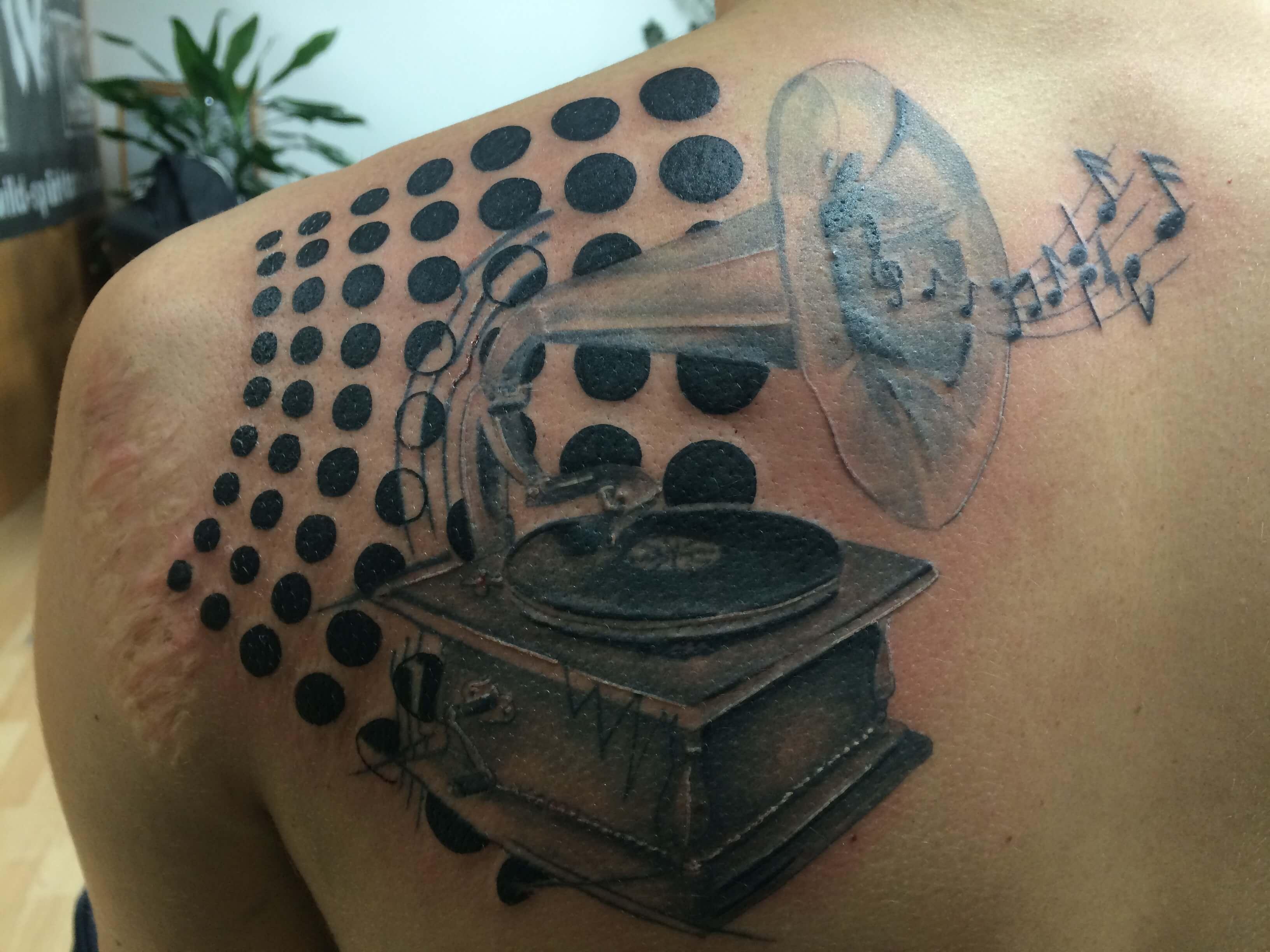 Wild Spirit Tatto Musik auf der Schulter