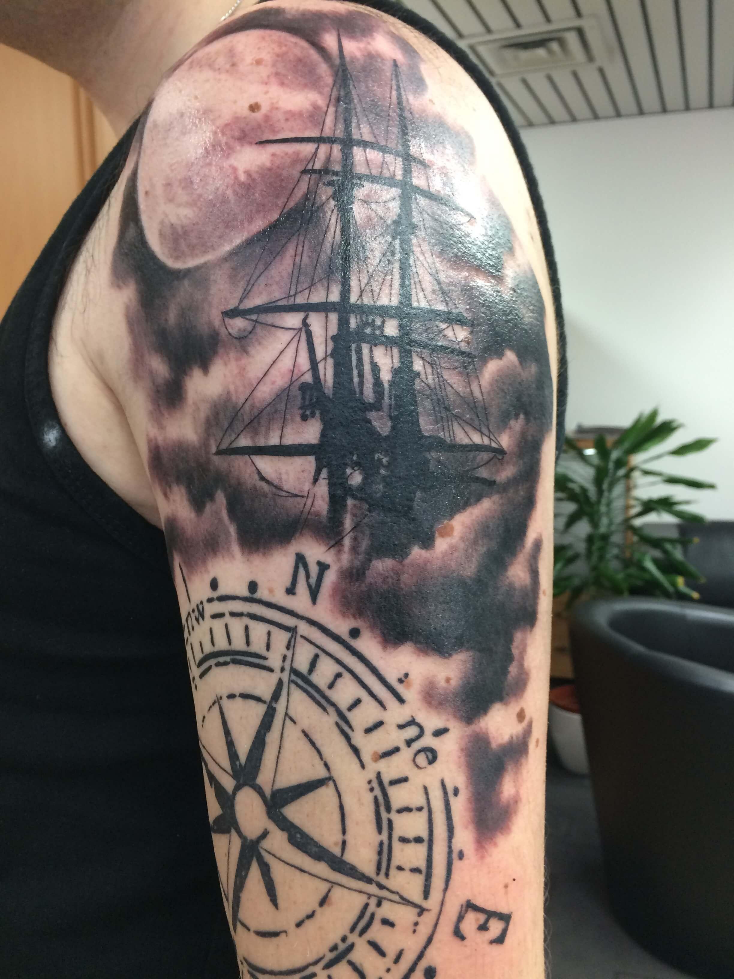 Wild Spirit Tattoo Hameln – Schiff auf der Schulter