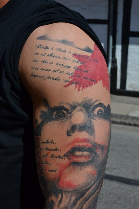 tattoo_arm_gesicht_voegel