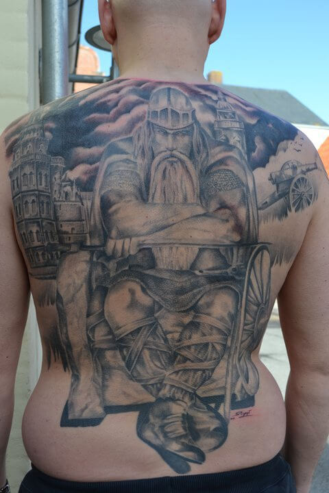 tattoo_ruecken_wikinger