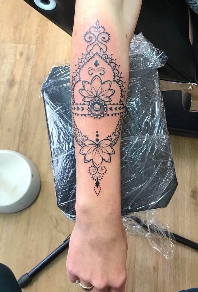 Ljubica Wild Spirit Hamen Mandala auf dem Unterarm