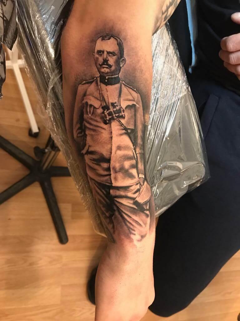 Ljubica Wild Spirit Hamen Porträt Schwarz Weiß Tattoo