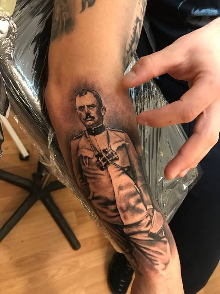 Historic portrait Tattoo Wild Schwarz Weiß