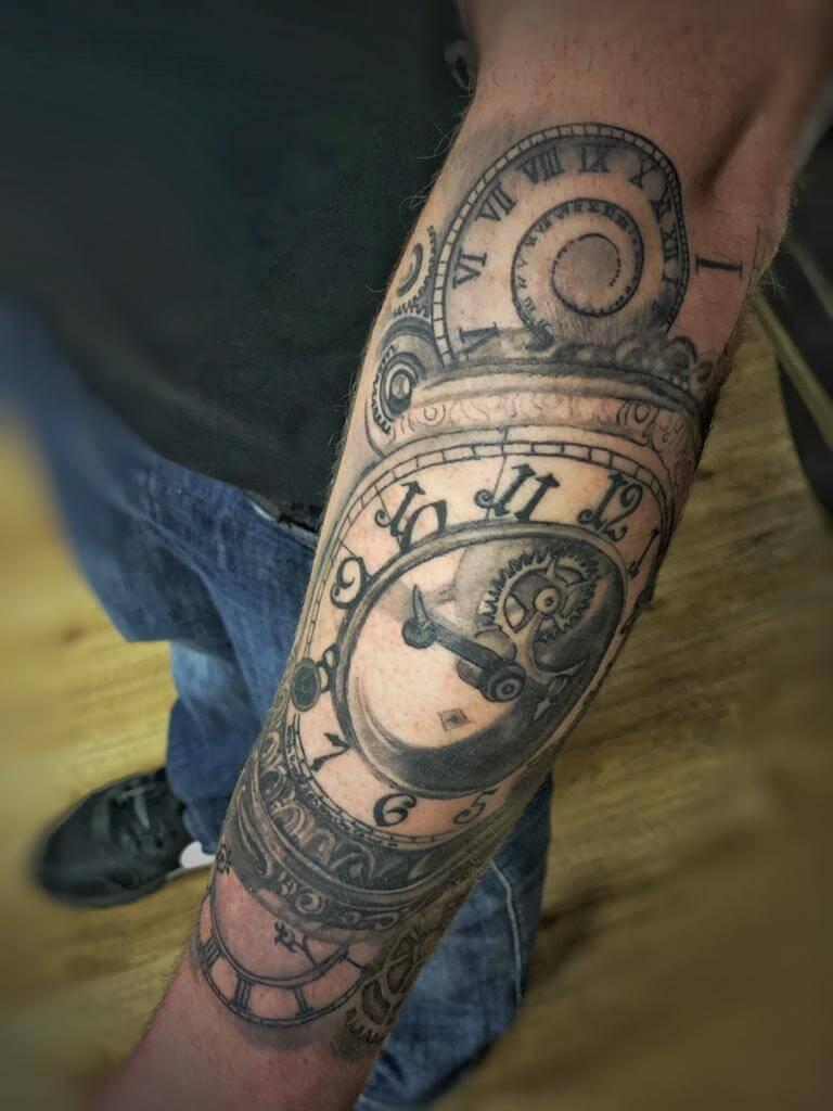 Kompass Tattoo auf dem Arm von Wild Spirit Hameln