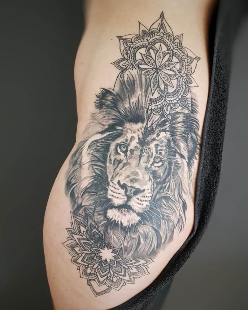 Löwen Tattoo auf einem Frauenkörper von Susann Wild Spirit Hameln