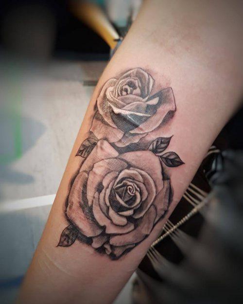 Tatto von zwei Rosen auf dem Arm Wild Spirit Hameln